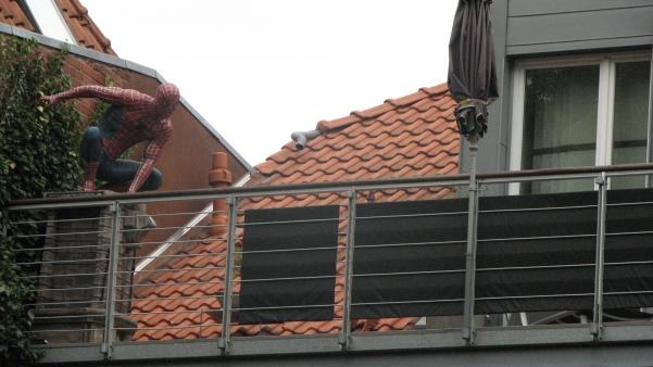 Spiderman auf dem Balkon